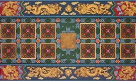在中国寺庙的天花板的装饰雕塑在泰国的 免版税图库摄影