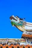在中国寺庙的屋顶的一个龙雕象 图库摄影