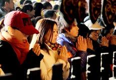 在中国寺庙的祷告 库存照片