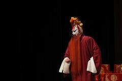 在中国歌剧的男性角色与一张被绘的面孔 免版税库存照片