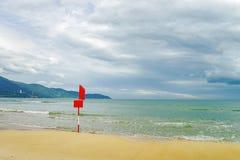 在中国海滩的旗子在岘港在越南 免版税库存图片