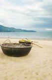 在中国海滩的竹小船在岘港在越南 库存图片