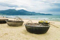 在中国海滩的竹小船在岘港越南 库存照片