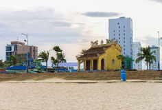 在中国海滩的越南大厦建筑学在岘港竞争 库存照片