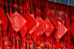 在中国祝愿垂悬在佛教寺庙的卡片 库存图片