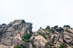 在中国(山脉)的登上黄山的奇怪的石头 免版税库存照片