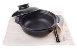 在中国claypot的两双筷子|中国食物背景 免版税库存照片