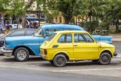 在中央公园附近的葡萄酒汽车,哈瓦那,古巴 库存图片