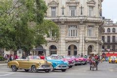 在中央公园附近的葡萄酒美国汽车,哈瓦那,古巴 免版税图库摄影