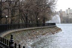 在中央公园NY的JKO水库 免版税库存照片