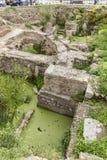 在中央寺院大教堂墨西拿的后方的古老废墟 库存照片