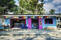 在中央帝力街道的杂货店在东帝汶 库存照片