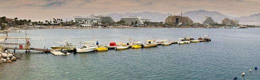 在中央海滩的全景在埃拉特 免版税库存照片