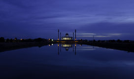 在中央清真寺,宋卡,泰国的微明 免版税库存图片