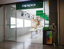 在中央节日Chiangmai里面的Oppo商店 库存照片