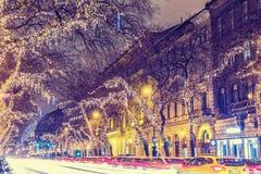 在中央街道上的圣诞灯在布达佩斯 库存照片