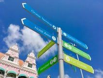 在中央街道上的目录在Oranjestad,阿鲁巴 库存照片