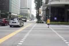 在中央sreet的交通在新加坡 库存照片