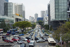 在中央sreet的交通在新加坡 免版税库存照片