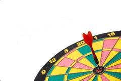 在中心的红色箭箭头 免版税库存图片