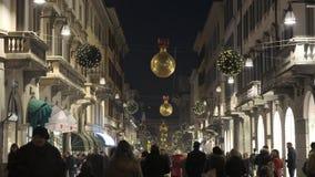 在中心街道上的圣诞灯 股票录像