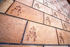 在中心vergiate的意大利老教会墙壁砖 免版税库存图片