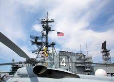 在中途的USS的甲板的直升机 免版税库存图片