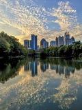 在中间地区亚特兰大的日落反射 免版税库存照片