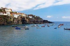 在丰沙尔,马德拉岛海岛,葡萄牙附近的Camara de罗伯斯口岸 库存照片