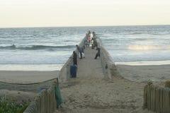 在丰足海滩,德班,南非海湾的码头  免版税库存图片