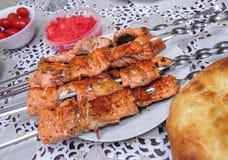 在串油煎的红色鱼 免版税库存图片