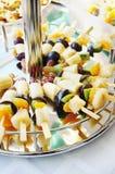 在串的被分类的果子 免版税库存照片