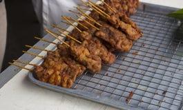 在串的面团炸鸡 免版税图库摄影