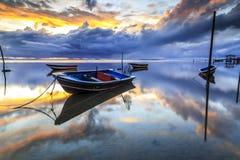 在丹戎aru海滩,纳闽的小船 马来西亚21 图库摄影