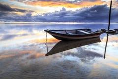 在丹戎aru海滩,纳闽的小船 马来西亚05 库存照片
