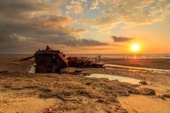 在丹戎aru海滩,纳闽的击毁 马来西亚01 库存图片