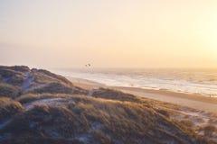 在丹麦的海岸线的温暖的晚上 库存照片