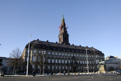 在丹麦议会的卷扬机旗子 免版税库存照片