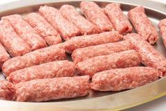 在为格栅准备的金属准确的Kebabs 免版税库存图片