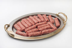 在为格栅准备的金属准确的Kebabs 库存照片