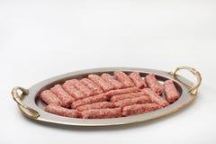 在为格栅准备的金属准确的Kebabs 库存图片