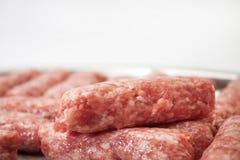 在为格栅准备的金属准确的Kebabs 免版税库存照片