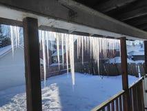 在主要的垂悬的冰柱 免版税图库摄影