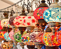 在义卖市场的土耳其或东方灯 库存照片