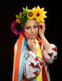 在乌克兰全国服装打扮的妇女 免版税库存图片