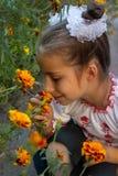 在乌克兰民间服装打扮的女孩 库存图片