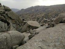 在乌兹别克斯坦中间的岩石 免版税库存照片