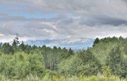 在乌拉尔山脉的看法在一多云天, HDR图象 库存照片
