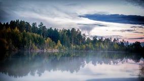 在乌拉尔河的有雾的风景,额尔齐斯,俄罗斯 免版税库存图片