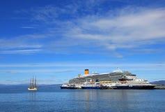 在乌斯怀亚,火地群岛,阿根廷港口的游轮  库存图片